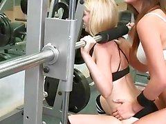 Instrutor de ginástica e sua aluna prazer