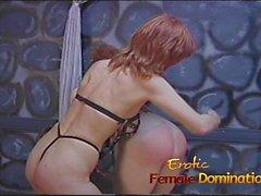 Kaba dominatrix sıska soluk köle kız ile onu eğlence var