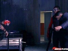 Harley Quinn es ennegrecida por Deadshot