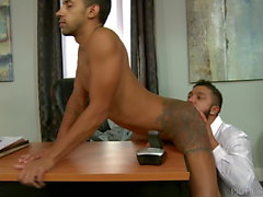 2 mignons drôles Big Dick Latino Boys Sucer Léchage & Baise