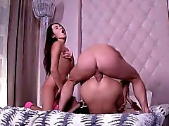 Teen Putas Bend sobre para Big Cock of Mailman