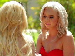 Blonde лесбиянок Aaliyah Любовь и Tiffany Уотсон