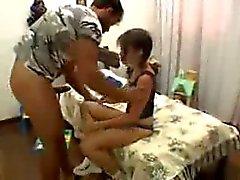 Teen brasileira em Agitação Análise