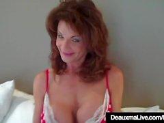 Hot Cougar Deauxma Testes How Deep Ela pode ir com 9in Dildo!