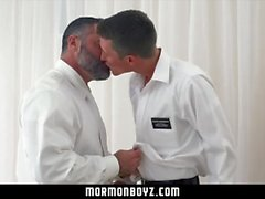 Mormonboyz - Man Cums auf junge Stud's Loch