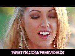 Di Sarah Peachez la signorina Luglio - di Twistys Trattare in dell'Anno