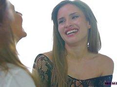 Julia Ann e sexo branco de Natasha