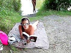 Geiles Babe Laesst Sitsch einfach am Strand Ficken auf und besamen
