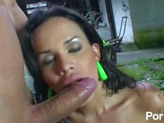 Big butt latin tranny fucked in the rain