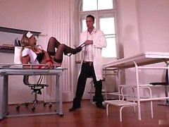 Hardcore BDSM pour Candy magnifique infirmière
