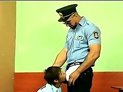 Nette dennoch sehr böser Bube mit brutalen Polizist gefickt Homosexuell
