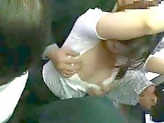 È timido Teengirl per tentare dalla Straniero su un bus