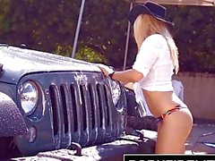 PORNFIDELITY - Goldie Paid for Bubble Butt Carwash With Creampie