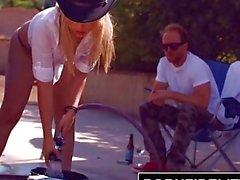 PORNFIDELITY - Goldiesta Maksetaan Bubble ja Butt Carwash kanssa Creampie
