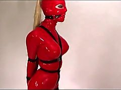 Le latex Strap esclavage en douceur