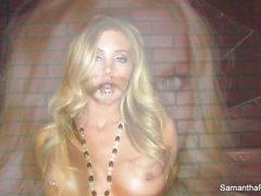 Sexigt Samantha retar kamerans med sin perfekta kropp