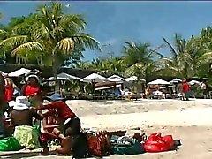 Filipino teilt sein Pinay der Mädchen mit zwei Urlauber -by PACKMANS
