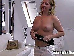 Il figliastro interferito masturba Per la Sua Blonde Cornea Stepmom