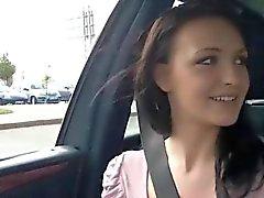 Herrlichen Belle ruft im Auto gefickt