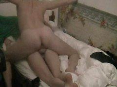 Vahşi Yunan ev hanımı sevgilisiyle kamera karşısında sıcak seks yapıyor