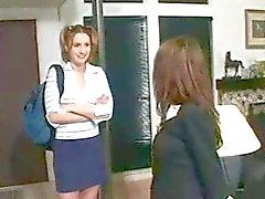 Mari et la femme foutre l'étudiante garde d'enfants