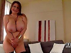 Deusa do pechugóas russa Tradutor Na do Titty de Apertar Sozinho do Striptease