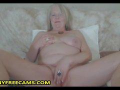 Große Brüste Chubby Granny fickt ihre Haarige Muschi