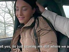 Söt tonåring föras med av liftare och blir påsatt
