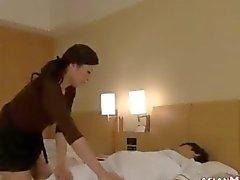 Mature Asie Massages taquine son le client étudiante