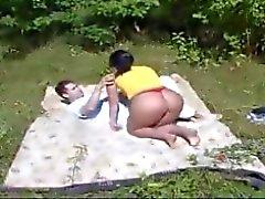 Bahçede anne ve çocuk çalışma
