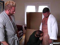 Big dick trio gay con sborrata