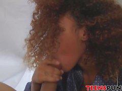 Kendall vurma tarafından izlenen bir oral seks ile Bruno uyanır