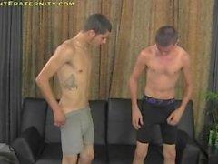 Dois rapazes em uma sessão de masturbação na Cam (sexo por dinheiro)
