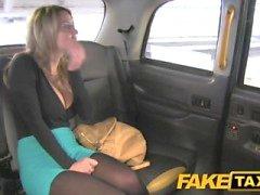 FakeTaxi upeita blondi valtavat tissit