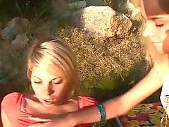 lounge de l' de Lesbos sur la pierre et traiter exaltation de la de l'autre