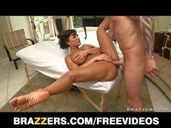 Brazzers - Busty big-booty MILF Lisa Ann fucks her masseur