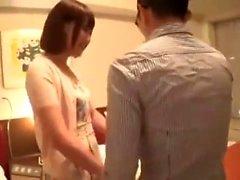 Härlig japansk tonåring onanerar hennes snäva asiatiska p