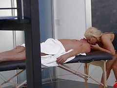 Latina seksivideoita pommiteknikon Bridgette B Massage