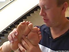 Kelly Tyler footjob