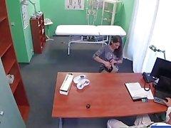 FakeHospital paciente espanhol fica creampied