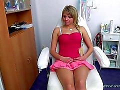 A Marcy se acercó a ella ginecólogo examen ginecológico