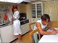 Asiático joven del ama de casa follada