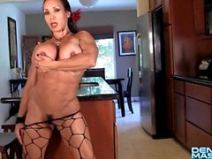 A denise di Masino - nuove Dancing Shoes Video - Female Bodybuilder
