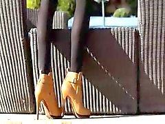 Ongelooflijke blond in schoenen vingeren