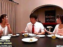 Girls ataque japonés jav en una niña de masajes en kitchen.avi