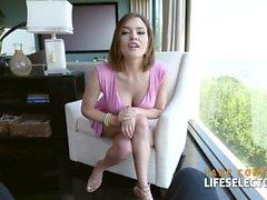 Krissy Lynn - Super MILF offre i suoi buchi