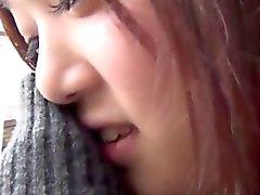 écolières japonaises frottent