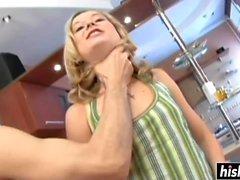 Enastående tjej tar hand om en kuk