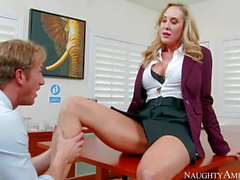 Guy sucks Brandi Love s toes and pussy at work