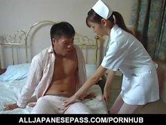Hijiri Kayama saugt Patienten Schwanz und leckt cum nach gefickt